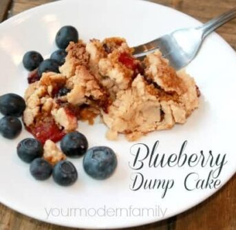 4 ingredient Blueberry Dump Cake - this is SO delicious and so easy to make! #littlechanges