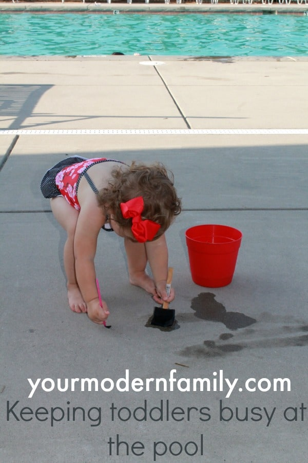 Tips to keep your toddler busy at the pool