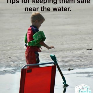 Keeping your kids safe by the water (summer time tips!)
