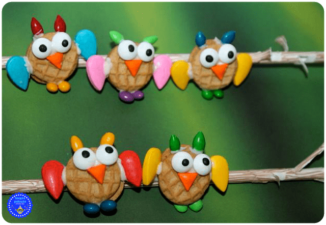 11-baby-owl-nutter-butter-cookies-on-a-straw-branch-close-up-hooplapalooza