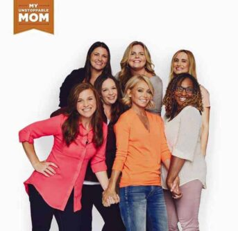 Kelly Ripa and other women posing for a photo.