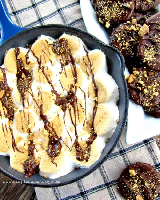 smore-dip-with-cookies