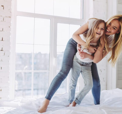 Read the 10 secrets of HAPPY MOMS! Read the Top 10 Things these moms are doing DAILY to feel like a Happy Mom who doesn't stress, yell, or feel exhausted!