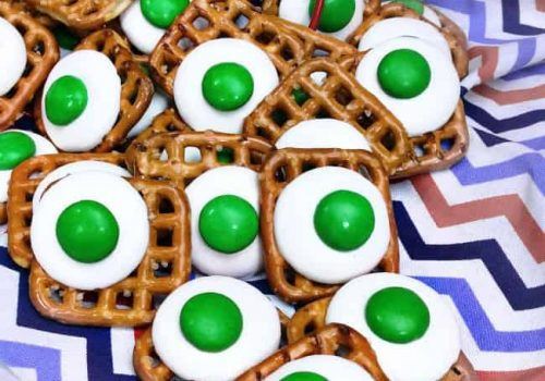 Green Eggs & Ham Pretzel Buttons