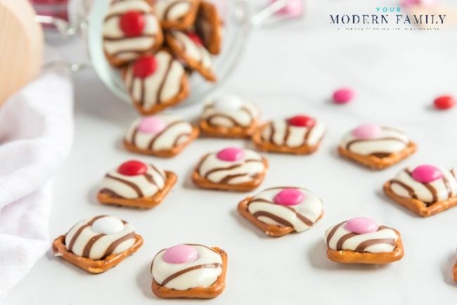 Valentines Pretzel Buttons with Hershey Kisses and M&Ms -3.jpg
