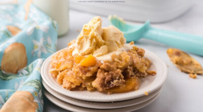 3 ingredient peach cobbler